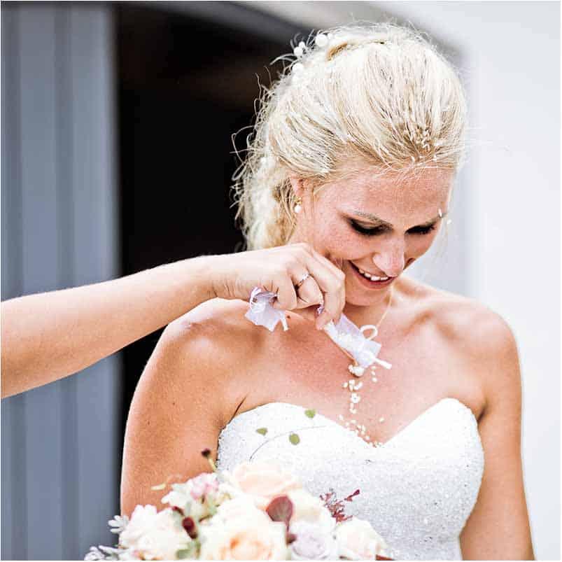 Ut å prøve brudekjole