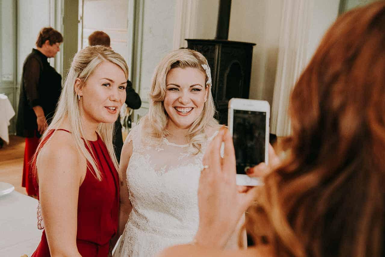 Se de flotte bryllupsbilleder fra slotsbrylluppet